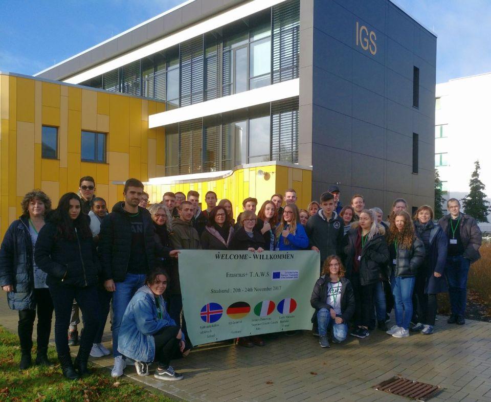 le groupe Erasmus devant lycee IGS de Stralsund