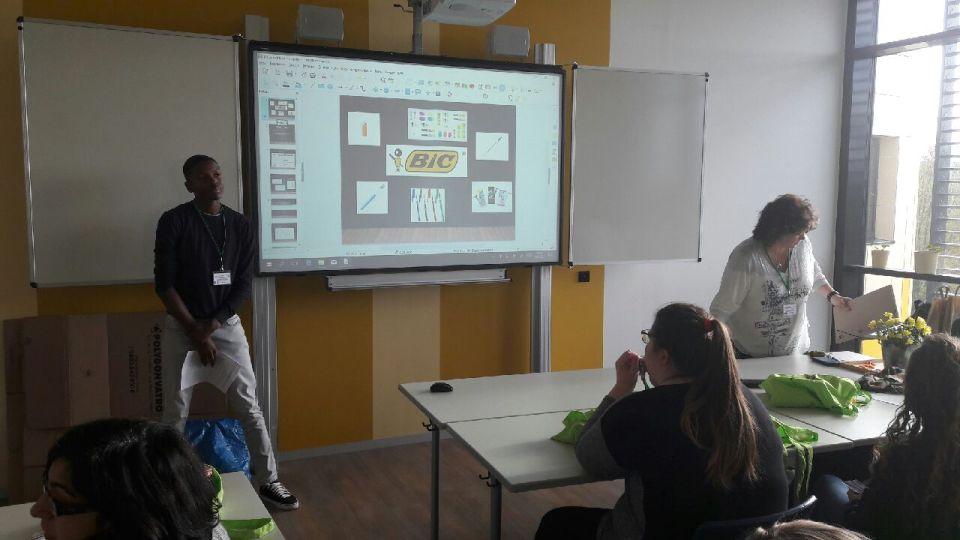 Presentation par léquipe française des travaux d'élèves